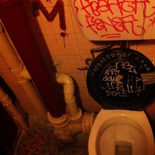 Chinese dumplings in Melbourne toilet