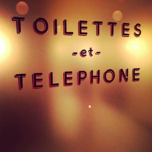 Toilettes et Telephone