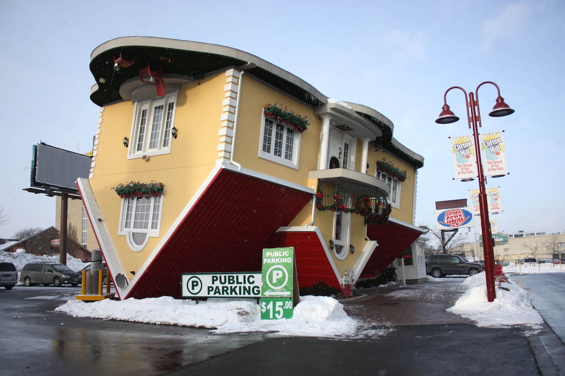 upside down house | Toilography