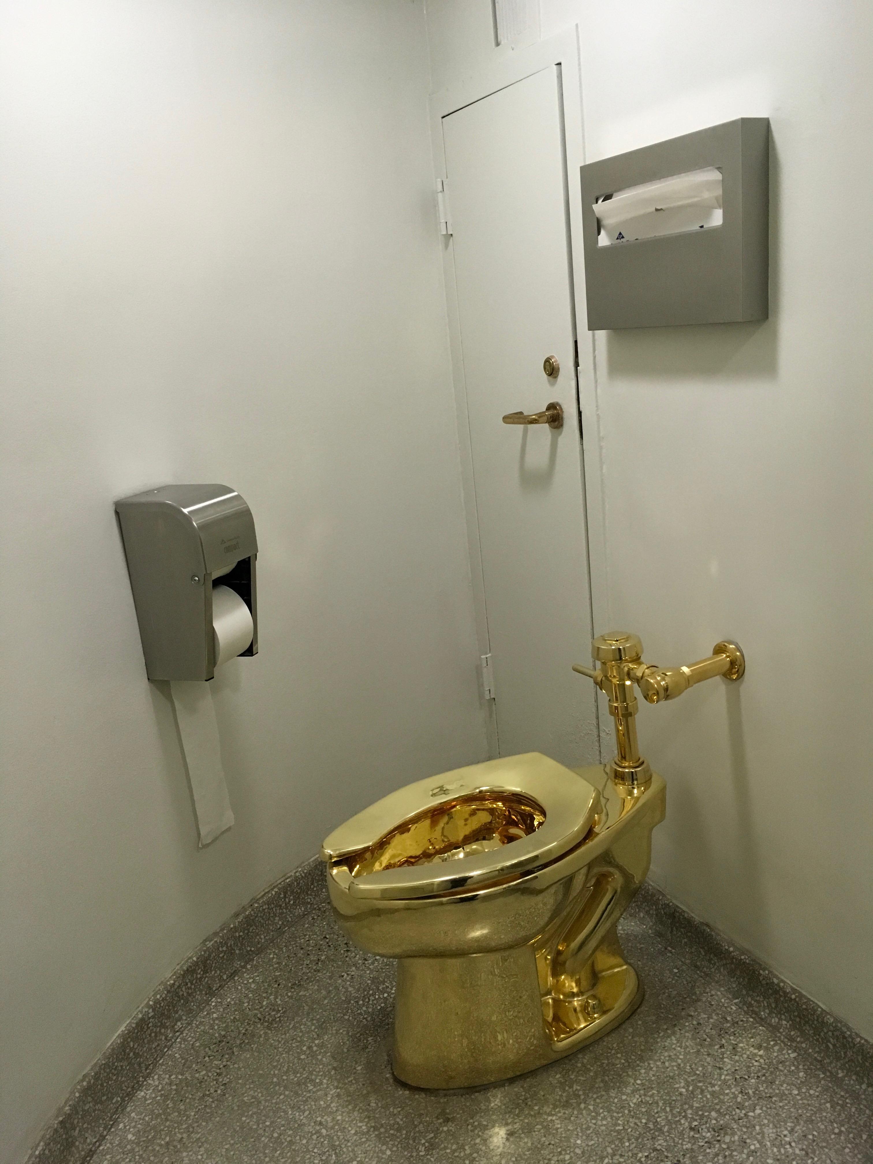 18 karat gold toilet | Toilography