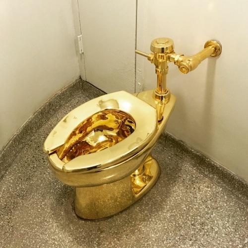 gold toilet.  18 karat gold toilet Toilography